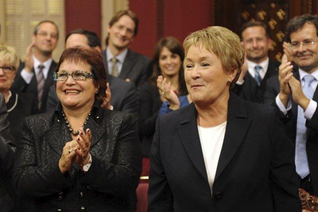 La ministre Élizabeth Larouche en compagnie de Pauline... (Le Soleil, Steve Deschênes)