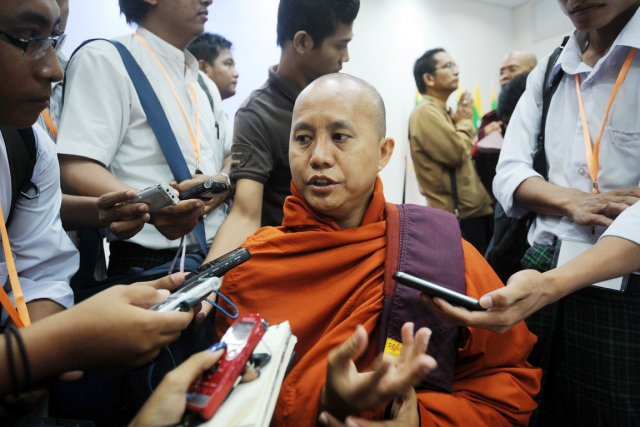 Le moine birman islamophobe Ashin Wirathu.... (PHOTO SOE THAN WIN, AFP)