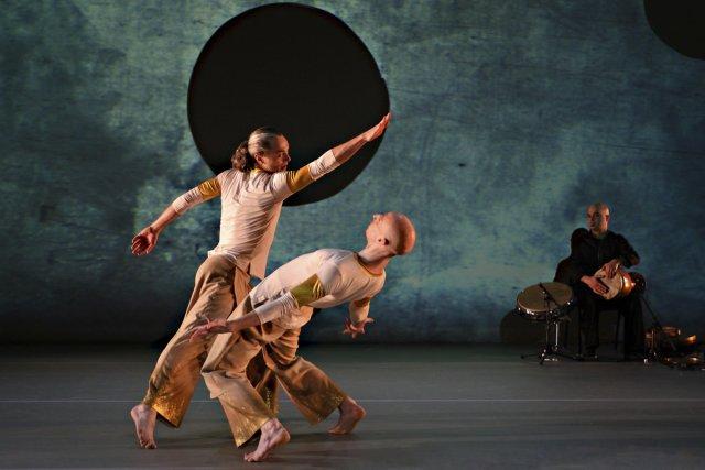 On connaissait l'hybridité chorégraphique de Sinha Danse, sa subtile structure... (Photo: Michael Slobodian)