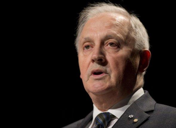 Alban D'Amours a présenté son rapport sur l'avenir... (Photo Jacques Boissinot, La Presse Canadienne)