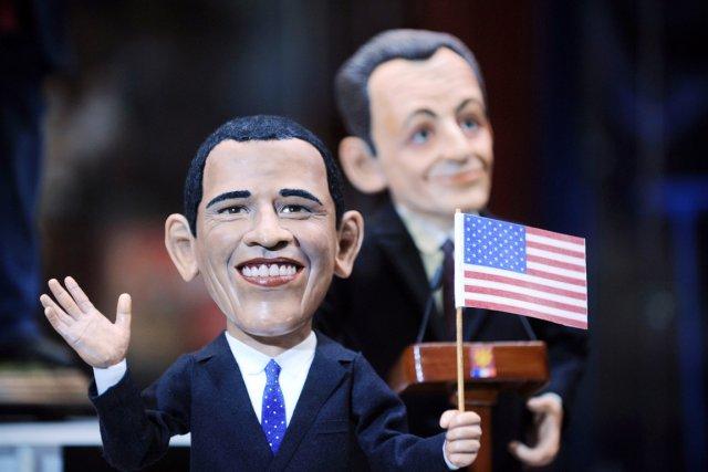 Des poupées à l'effigie du président américain Barack... (PHOTO NATALIA KOLESNIKOVA, AFP)