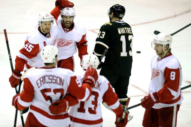 Henrik Zetterberg (40), Niklas Kronwall (55), Jonathan Ericsson... (Photo Matt Strasen, Associated Press)