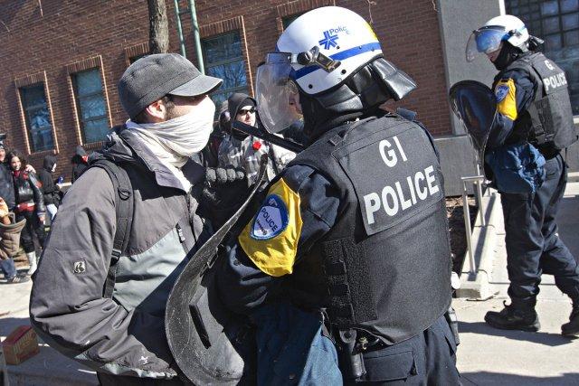 Confrontation entre un étudiant et un policier lors... (Photo Patrick Sanfaçon, La Presse)