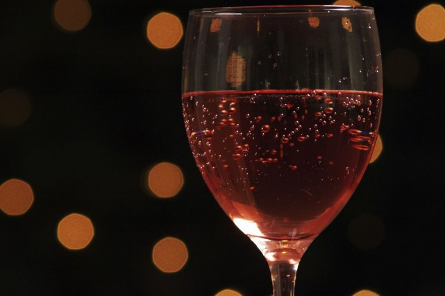 Quoi de mieux pour profiter de la belle saison qu'un verre de rosé... du... (Photos.com)
