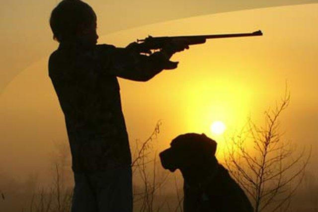 L'arme est un petit fusil pour enfant, de... (PHOTO CRICKETT.COM)