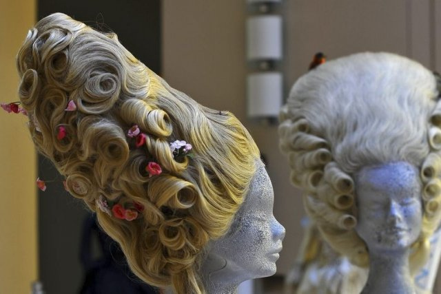 Les perruques du film Marie-Antoinette de Sophia Coppola.... (Photo: AFP)
