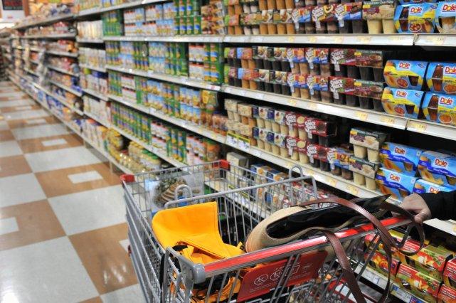 Une large part de Canadiens estiment que le prix des aliments a grimpé au cours... (Archives La Presse)