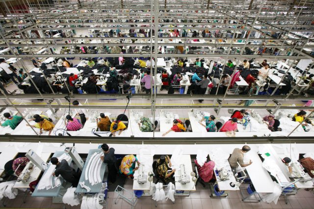 Des millions d'ouvriers ont repris le travail dans... (PHOTO TOMOHIRO OHSUMI, ARCHIVES BLOOMBERG NEWS)