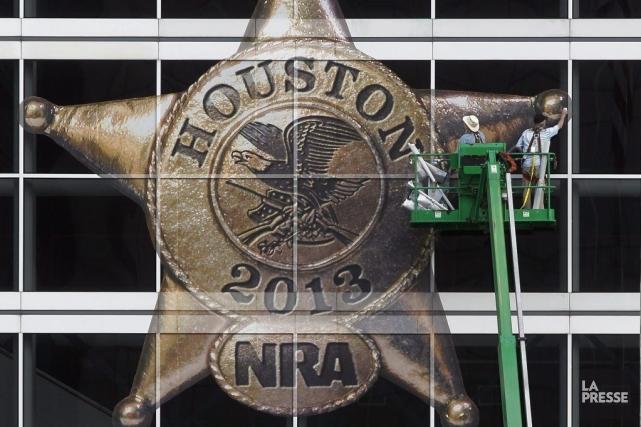 Plus de 550 exposants présenteront leurs armes de... (Photo Johnny Hanson, Associated Press)