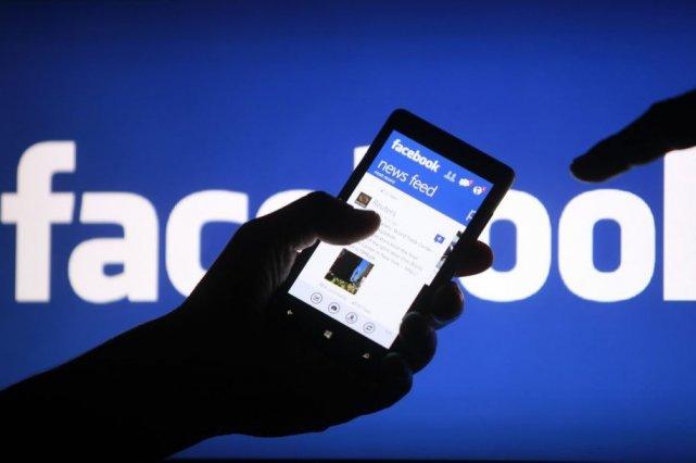 Facebook a commencé à mettre en place jeudi un dispositif permettant à ses... (Photo DADO RUVIC, Reuters)