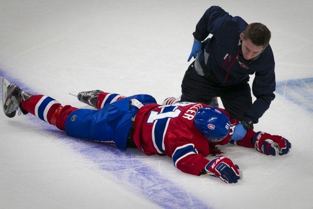 Lars Eller est resté longuement étendu sur la... (Photo André Pichette, La Presse)