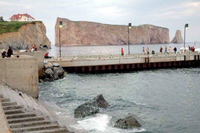 Selon les autorités fédérales, le quai présentait des... (PHOTOTHÈQUE LE SOLEIL)