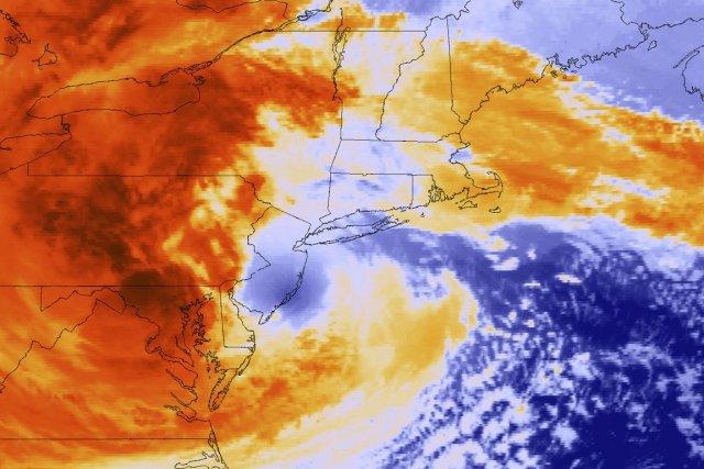 Le passage du gigantesque cyclone en octobre 2012... (Image satellite Reuters)