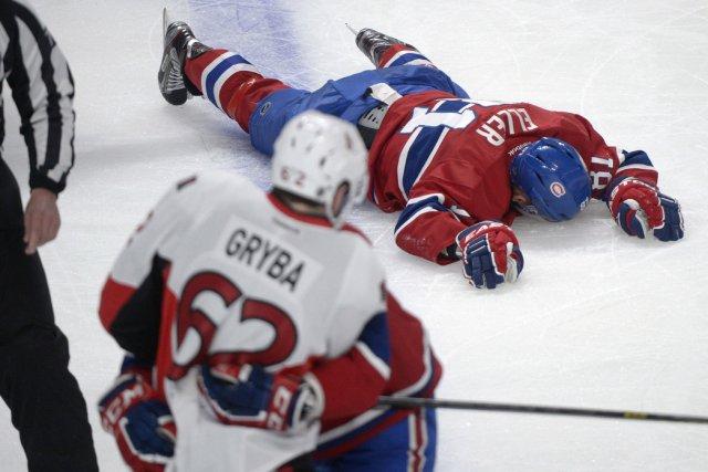 Lars Eller est resté étendu sur la patinoire... (Photo Graham Hughes, La Presse Canadienne)