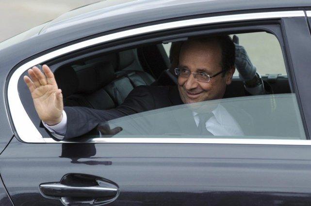 François Hollande... (PHOTO POOL, REUTERS)