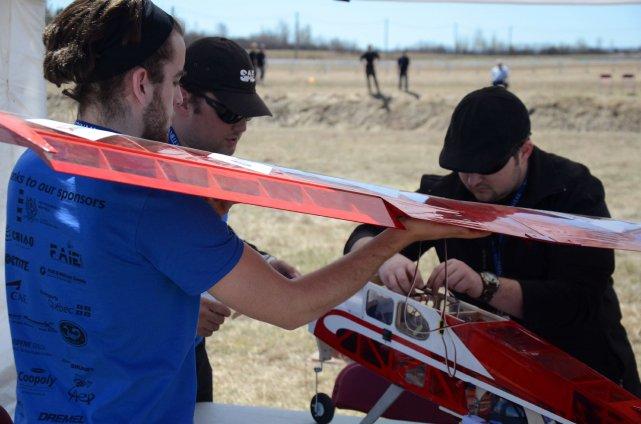 Les ailes du drone jouent un rôle majeur... (Photo Julien Renaud)