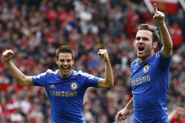 Juan Mata (à droite) a donné la victoire... (PHOTO DARREN STAPLES, REUTERS)