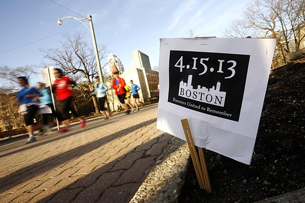 Sur cette photo du 16 avril, des personnes... (Photo: archives Reuters)
