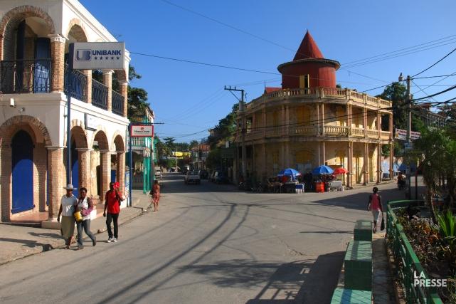 Une des rues principales de Jacmel.... (Photo Ivanoh Demers, archives La Presse)