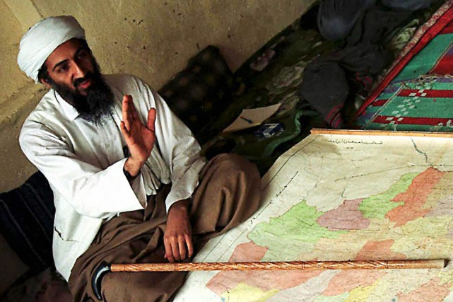 Oussama ben Laden, photographié en Afghanistan, en avril... (Archives AP)