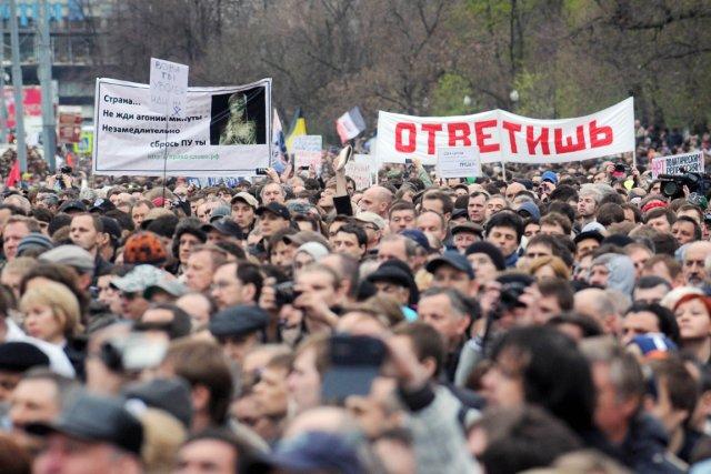 Des milliers de personnes ont participé lundi à... (PHOTO ANDREY SMIRNOV, AFP)