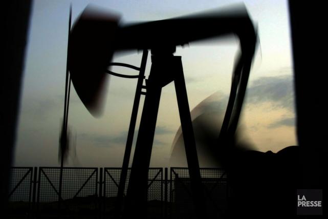 Le prix du pétrole coté à New York a continué à progresser lundi, le  marché... (PHOTO ARCHIVES AP)