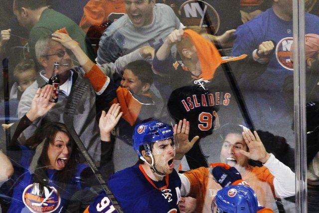L'ambiance était incroyable au Nassau Coliseum dimanche, même... (PHOTO SHANNON STAPLETON, REUTERS)