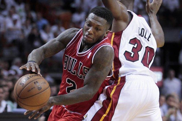 Nate Robinson (à gauche) a inscrit 27 points... (Photo Joe Skipper, Reuters)