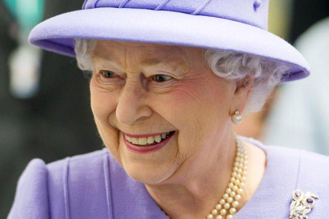 La reine, qui a fêté cette année le... (PHOTO IAN GAVAN, ARCHIVES AFP)