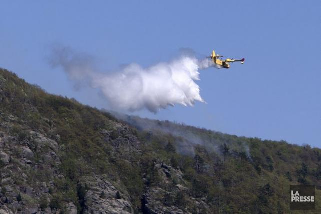 Mardi, un incendie s'est notamment déclaré au mont... (Photo Robert Skinner, La Presse)