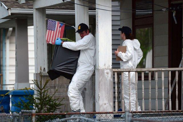 Des agents du FBI ont fouillé mardi la... (Photo: AFP)