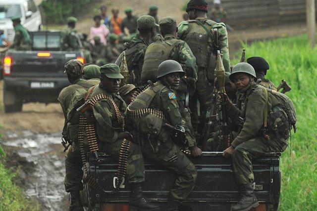 Des soldats de l'armée régulière de la RDC... (PHOTO TONY KARUMBA, ARCHIVES AFP)