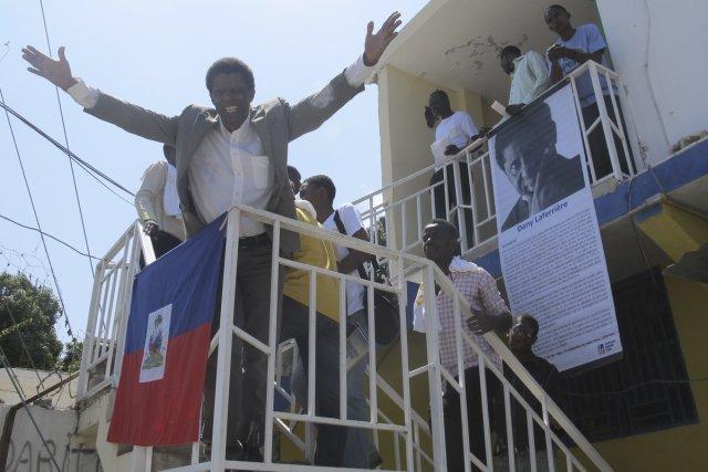 Dany Laferrière a été accueilli en véritable «roi»... (Photo: Chantal Guy, La Presse)