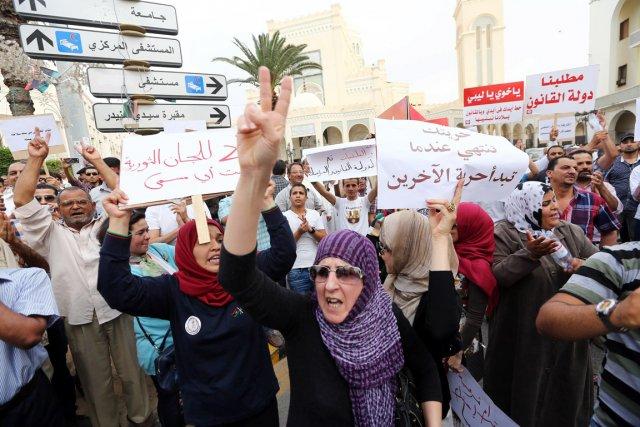 Des partisans du gouvernement libyen sont descendus dans... (PHOTO MAHMUD TURKIA, AFP)