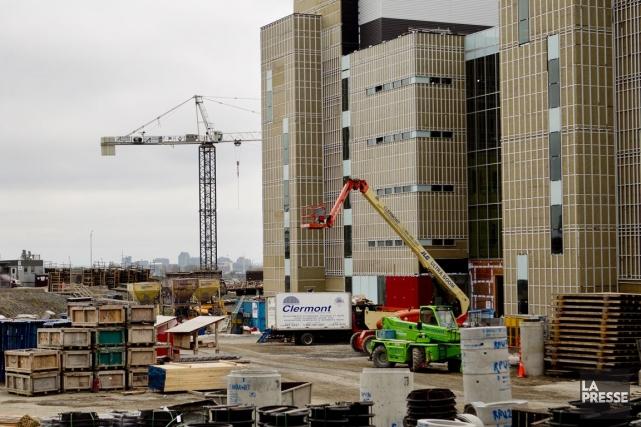 Le chantier duCentre universitaire de santé McGill (CUSM)... (Photo Marco Campanozzi, archives La Presse)