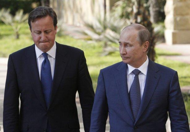 Le président russe Vladimir Poutine et le premier... (Photo SERGEI KARPUKHIN, Reuters)