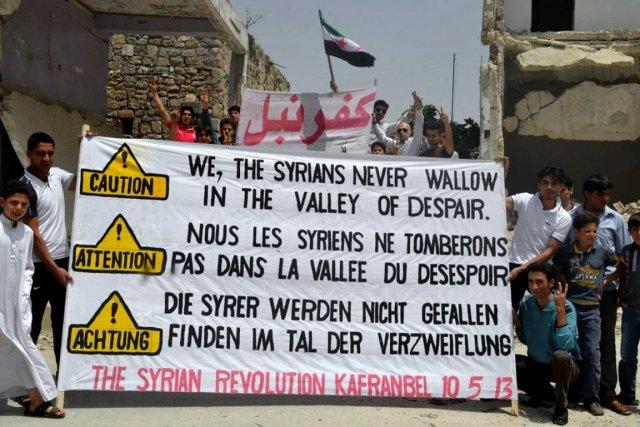 Des manifestants anti-régime veulent faire entendre leur message,... (Photo Edlib News Network/ AP)