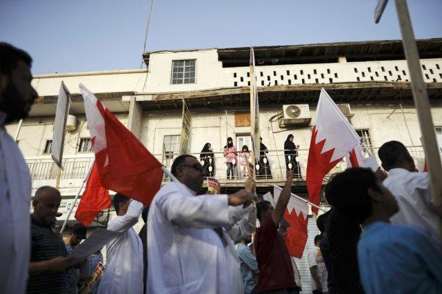 Des manifestants marchent à l'initiative du principal parti... (Photo REUTERS/STRINGER)