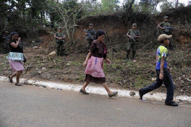 Des soldats ont été déployés dans les rues... (Photo : Johan Ordonez, AFP)