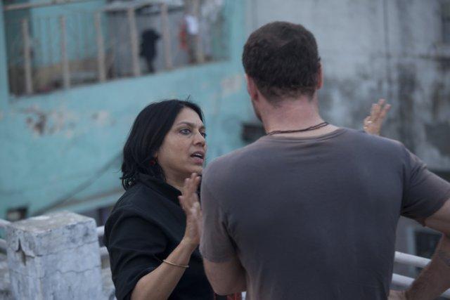 La réalisatrice Mira Nair donne des instructions au... (Photo fournie par Mongrel/Métropole Films)