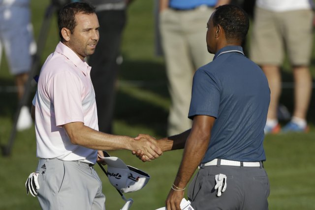 Sergio Garcia et Tiger Woods, à la conclusion... (Photo : Gerald Herbert, AP)