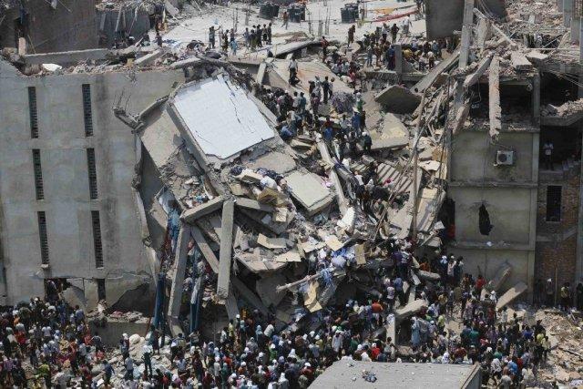 L'effondrement le 24 avril d'un immeuble où travaillaient... (Photo Andrew Biraj, Agence France-Presse)