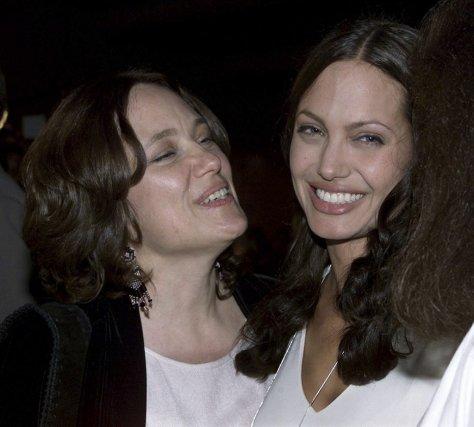 Angelina Jolie (que l'on voit ici en compagnie... (Photo: Reuters)
