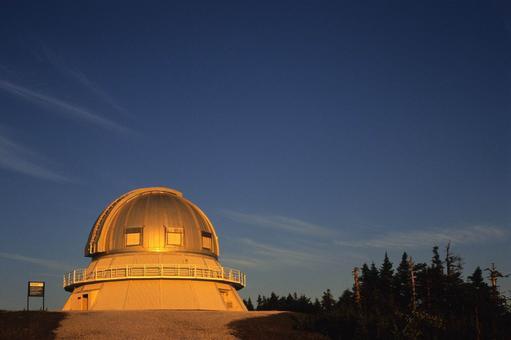 L'observatoire du Mont-Mégantic... (PHOTO FOURNIE PAR LE PARC NATIONAL DU MONT-MÉGANTIC)