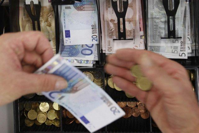 Les pays d'Europe centrale et orientale sont peu à peu rattrapés par la crise,... (Photo Michaela Rehle, archives Reuters)