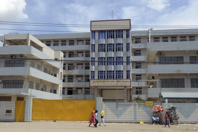 Une usine de confection de vêtements au Cambodge.... (PHOTO TANG CHHIN SOTHY, ARCHIVES AGENCE FRANCE-PRESSE)