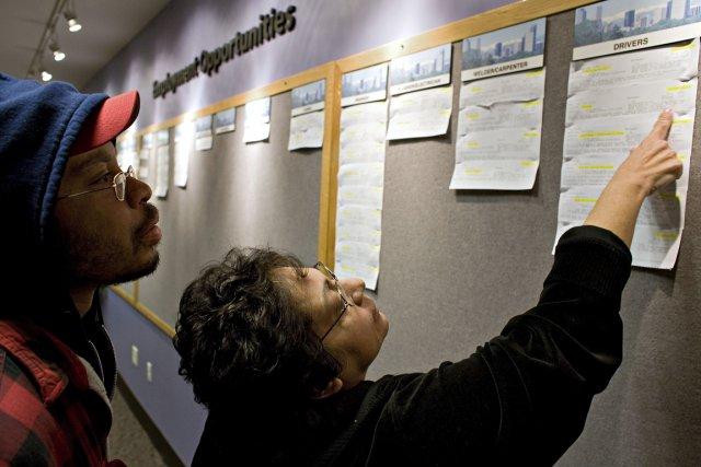 Les inscriptions hebdomadaires au chômage aux États-Unis ont reculé de façon... (Photo Bloomberg)