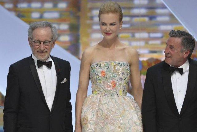 Nicole Kidman portait des talons hauts et une... (Photo: AFP)
