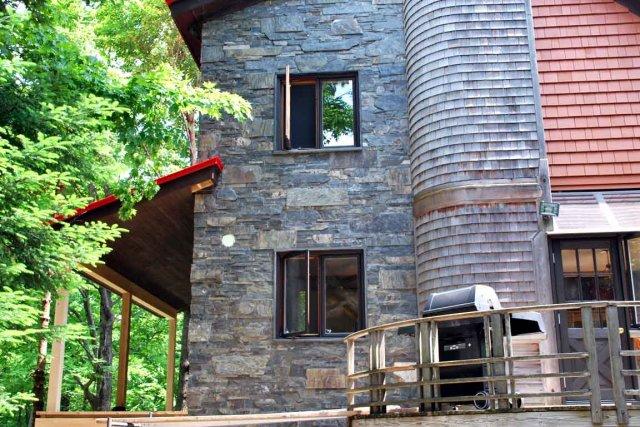 Dans une architecture extérieure, l'ardoise conserve toujours sa... (Photo L'Ardoisière)