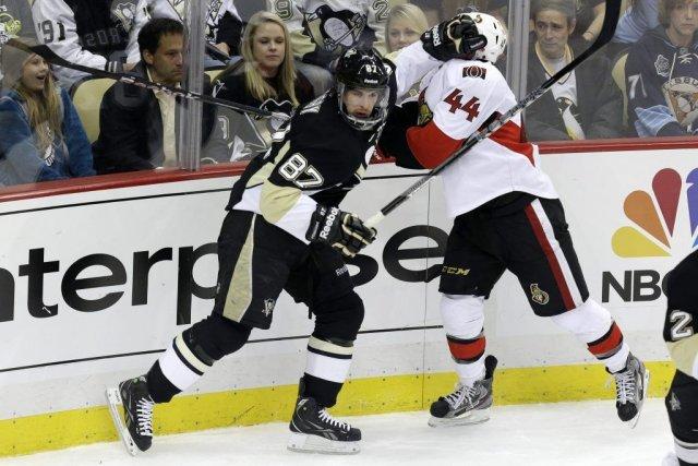 Sidney Crosby et Jean-Gabriel Pageau... (Photo Gene J. Puskar, Associated Press)